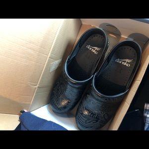 Dansko nursing shoes size 37